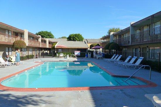 Fen tre face au bruit et au soleil le jour picture of for Hotel park et suite