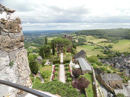 Turenne, فرنسا: en haut de la tour ronde.