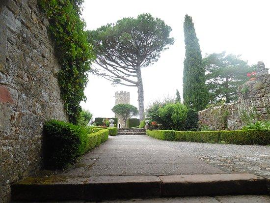 Turenne, فرنسا: vue sur la tour ronde.