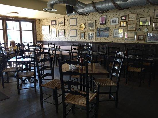 Beaconsfield, แคนาดา: Intérieur du restaurant au rez-de-chaussé