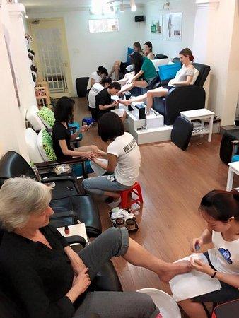 Salon Van Nguyen: tầng 2 chăm sóc móng