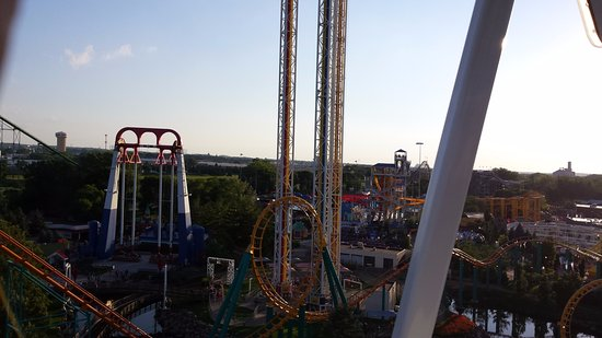 View from the ferris wheel at Valleyfair