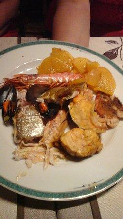 Bouches-du-Rhone, Francia: Voici une assiette garni après la soupe de poissons de roche.