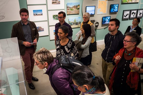 Surrey, Kanada: Get behind the scenes stories of the art on display in our exhibition tours.