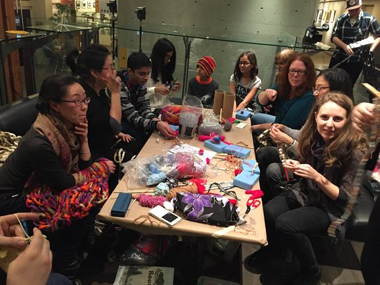Surrey, Canadá: inFlux events provide a relaxed atmosphere to hang out, meet friends, make art together, and wat
