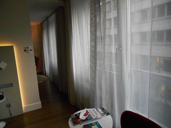 trennung schlaf-/wohnzimmer - picture of nh collection berlin, Wohnzimmer dekoo