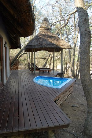 Imbali Safari Lodge: veranda e jacuzzi privata