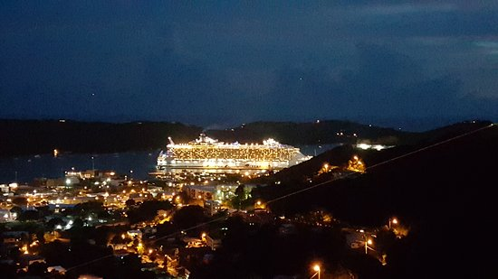 Sunset Gardens Guesthouse: Nigh time View with Ship lit up