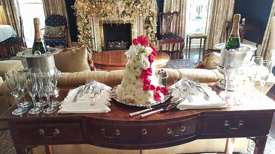 Formal Front Parlor | Wedding at Christmas | Ballastone Inn | Savannah GA