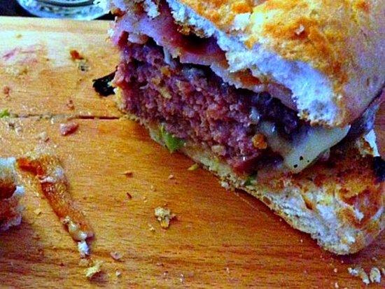 Turnditch, UK: Succulent burger...
