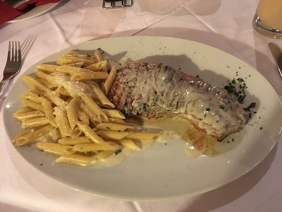 Il Punto: Very nice steak in gorgonzola cheese sauce with penne!
