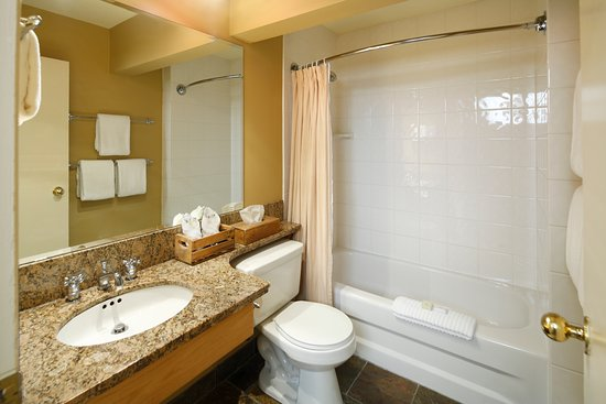 Field, Canadá: Emerald Lake Lodge - Lodge Bathroom