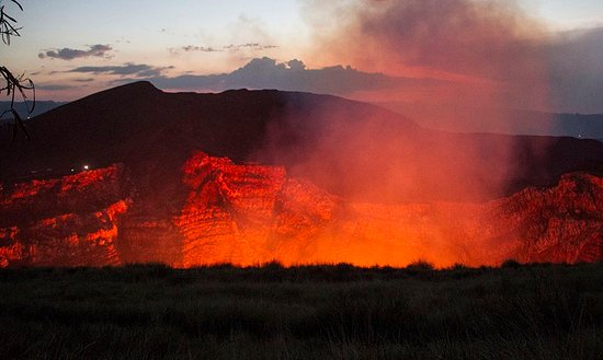 volcan masaya donde podras admirar el lago de lava mas increible en nicaragua!