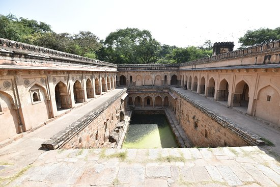 Mehrauli Archaeological Park: Rajon Ki Baoli