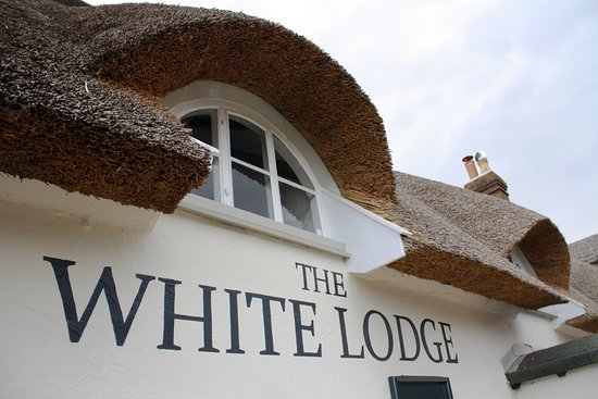 Attleborough, UK: White Lodge thatched roof.