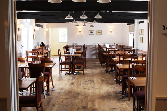 Attleborough, UK: Restaurant tables at The White Lodge.