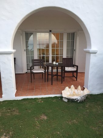 Terres Basses, St-Martin/St Maarten : View of patio and grass. Steps away from beach.