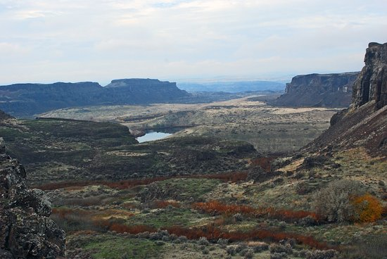 Quincy, Вашингтон: Potholes coulee and Ancient Lake from Judith Pools