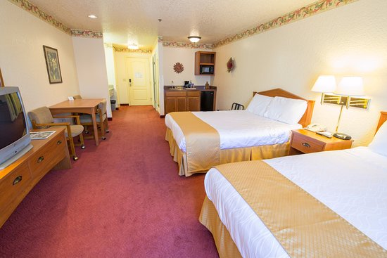 Murphys, CA: one-room suite 2 queen beds