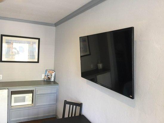 Coronado Inn: TV