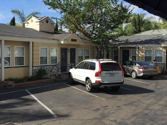 Coronado Inn: free parking