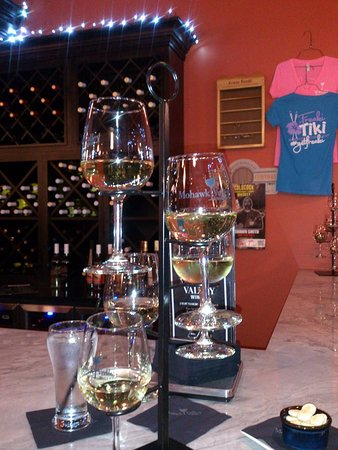 Utica, NY: Yummy white wine flight @ The Mohawk Valley Winery!