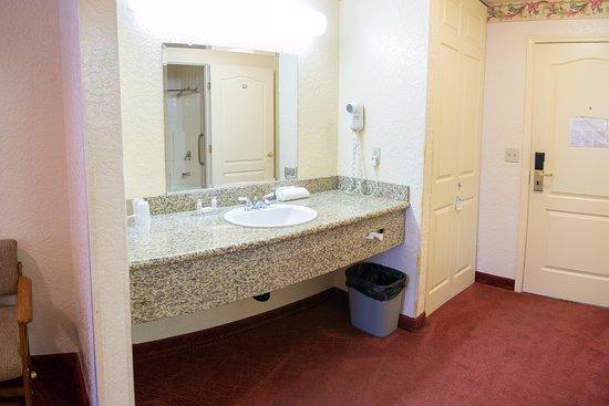 Murphys Suites: Vanity