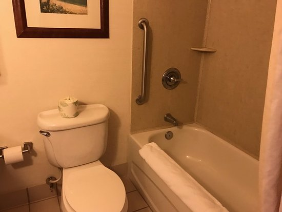 Grasonville, MD: clean bathroom