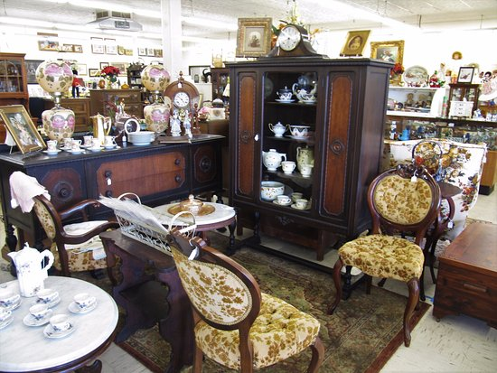 Powell, TN: Antique Furniture