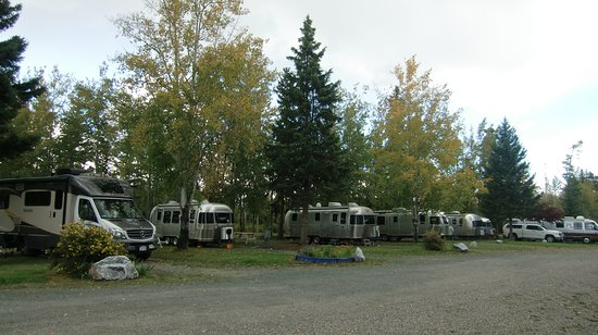 Prince George, Canadá: Caravans stopping on their way from Alaska!