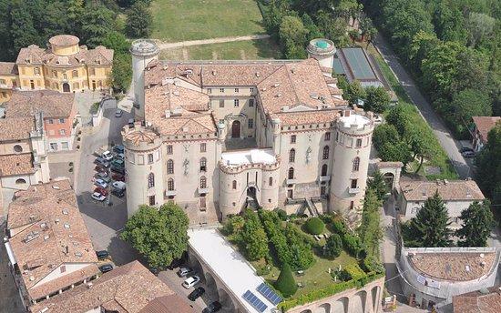 Hotel Langhe & Monferrato: il castello di costigliole e le nostre colline