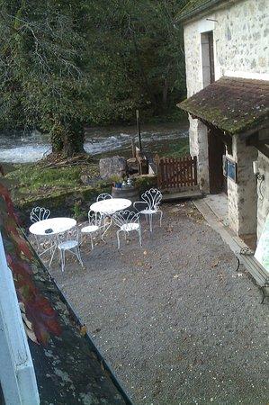 Le Moulin des Templiers : vue de notre chambre,