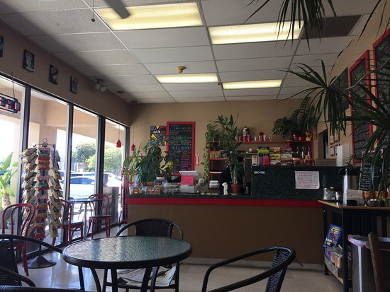 Manteca, Californië: Small, but several tables both inside and out front