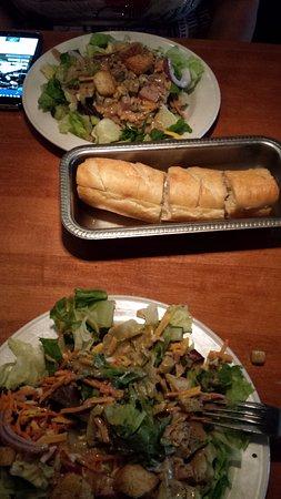 Landry's Seafood House: Salad and garlic bread