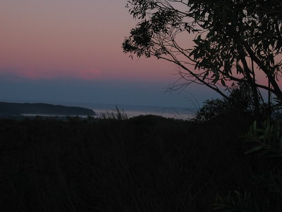 Woy Woy, Australia: Staples Lookout offers a fantastic view of the region, sunrise/sunset is a great time to be ther