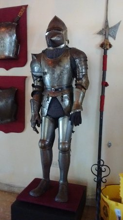 "North Miami Beach, Floride : One of the most well elaborated armor I have ever seen. It should be the ""Armani' of that time!"