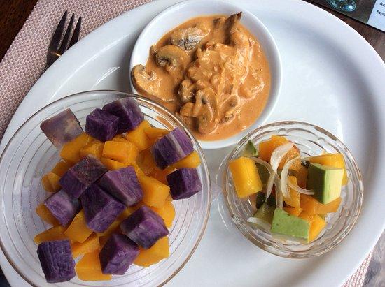 Cuy rolls picture of achiote ecuador cuisine quito for Achiote ecuador cuisine