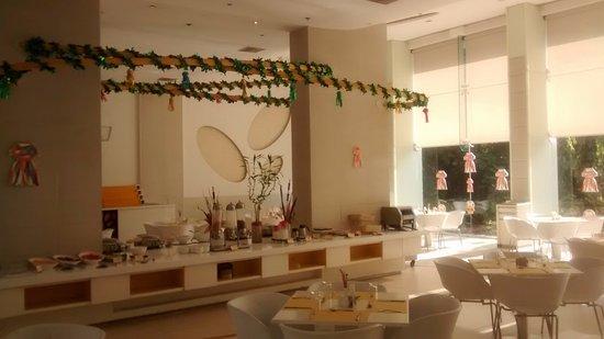 Hotel Kohinoor Elite: restaurant - spacious feel