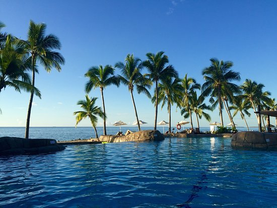 Sonaisali Island, Fiji: The grounds at this resort are very pretty and the pool setting is nice!
