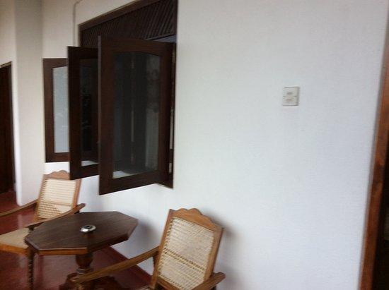 Frangipani Motel : La terrasse