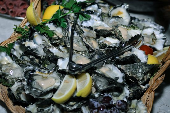 Greenwell Point, Australia: Local fat Sydney Rock Oysters