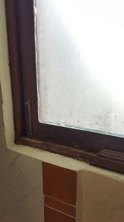 Xochitepec, México: Detalle de las ventanas: Muy desgastadas y sin mantenimiento