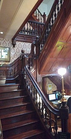 The Empress Of Little Rock: Beautiful Victorian Staircase That Surrounds  The Innkeeperu0027s Desk.