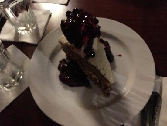 Vernon Hills, Илинойс: Carrot cake dessert