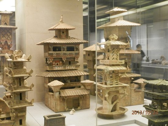 Henan Museum: Pottery Storage Boxes (they double as doll houses..)