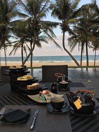 เดอะ นามไฮ ฮอยอัน จีเอชเอ็ม โฮเต็ล: Awesome afternoon tea and view!