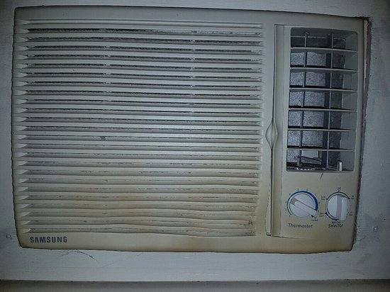Lindsay, Canada: The baseboard heater is just below this air conditioner , looks a little melted.