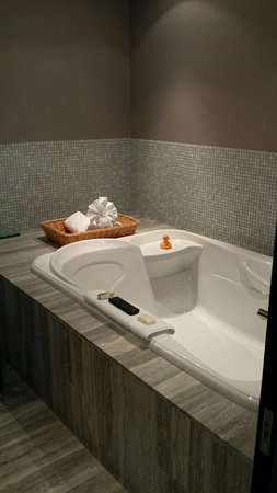 Shaw Club Hotel: Rubber ducky included!