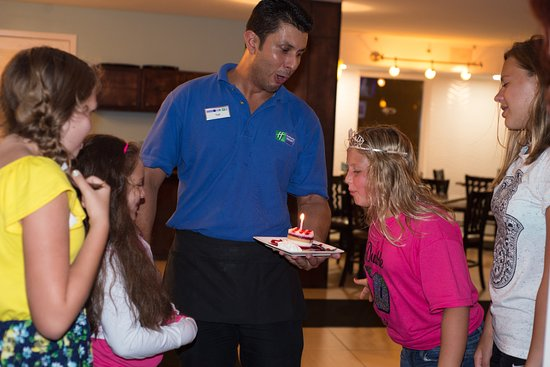 Holiday Inn Resort Daytona Beach Oceanfront: yuri helping is celebrate!!!
