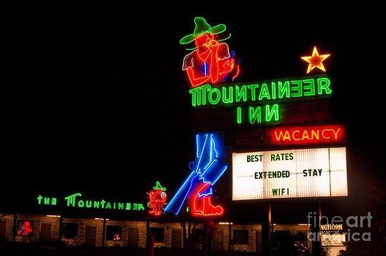 Mountaineer Inn Photo